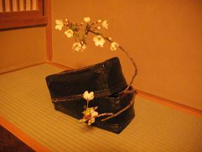 美山荘母屋 床の間花.JPG